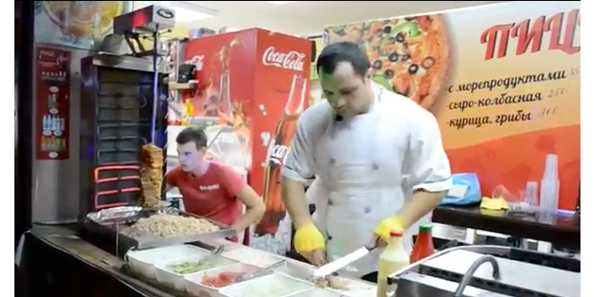 Ruso es un verdadero maestro del shawarma