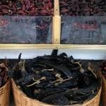 Variedad de chiles en el mercado de Medellín